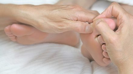 Dislocated Toe: Symptoms, Causes, Treatment, and Recovery Time