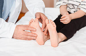 How are Flat Feet Diagnosed?